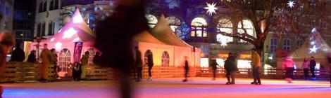 Abendlicher Eislauf auf dem Kohlmarkt.